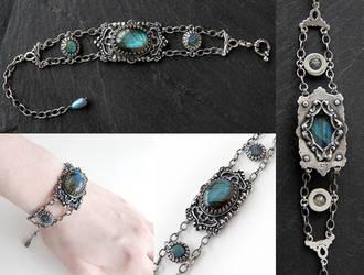 Gothic Labradorite Bracelet by Gweyeni