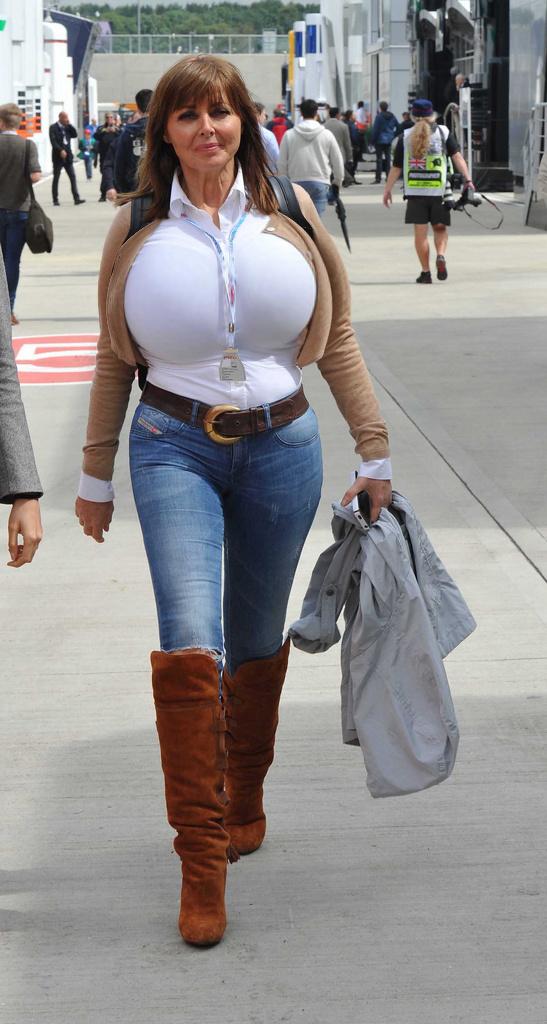 это фото зрелых в джинсах это человек, которого
