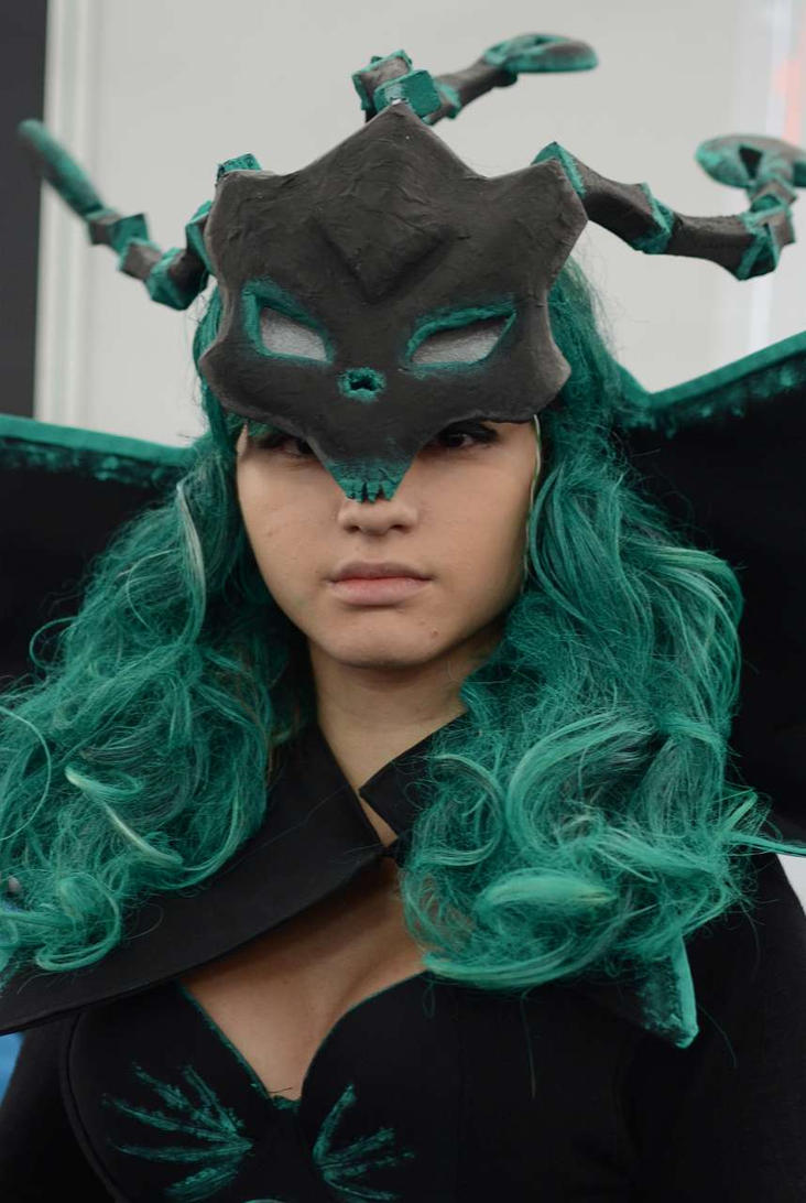Female Thresh Cosplay by KiddaxD