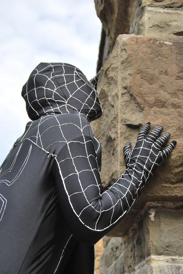 Black Spider-Man-wall climbing by Lakonnia