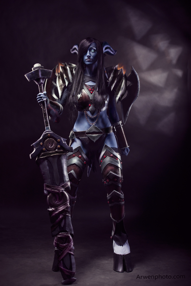 Draenei Warrior. World of Warcraft. by Arwenphoto