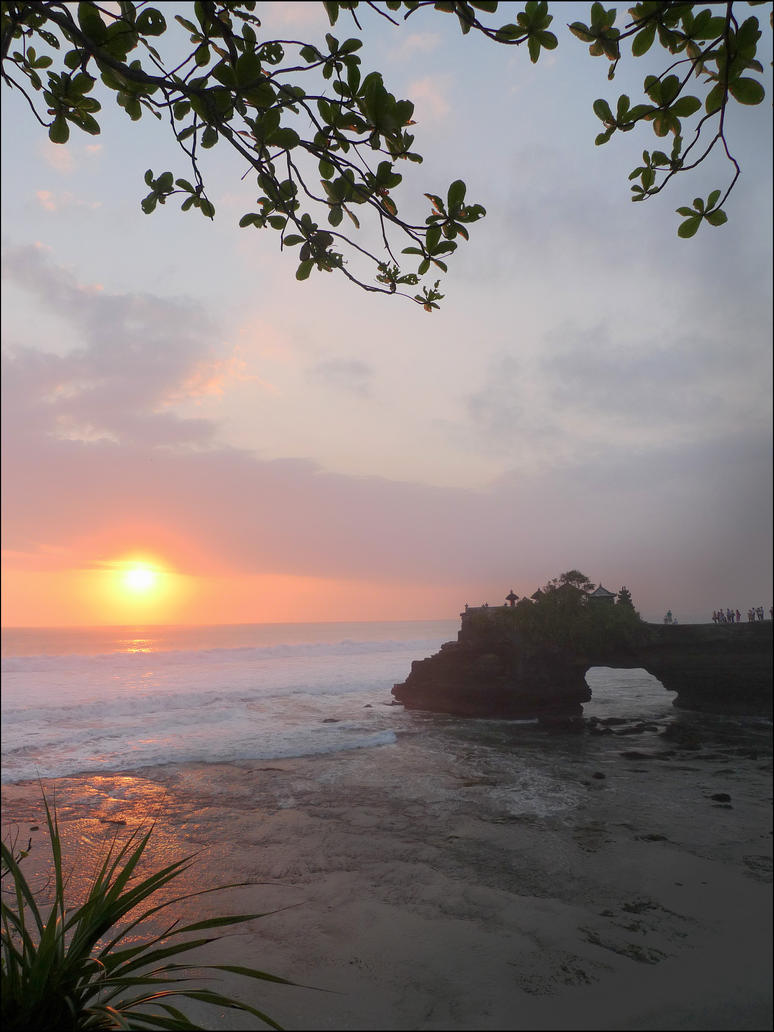 Sunset At Tanah Lot Bali by kucingitem