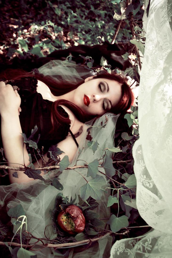 Snow White by RahLuna