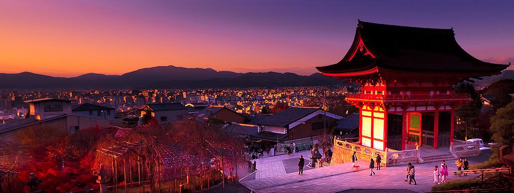 Kiyomizudera Akamon by imladris517