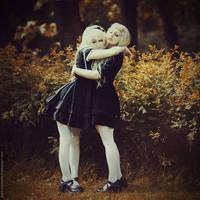 Hug by MariannaInsomnia