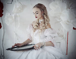Alice in Wonderland: The White Queen