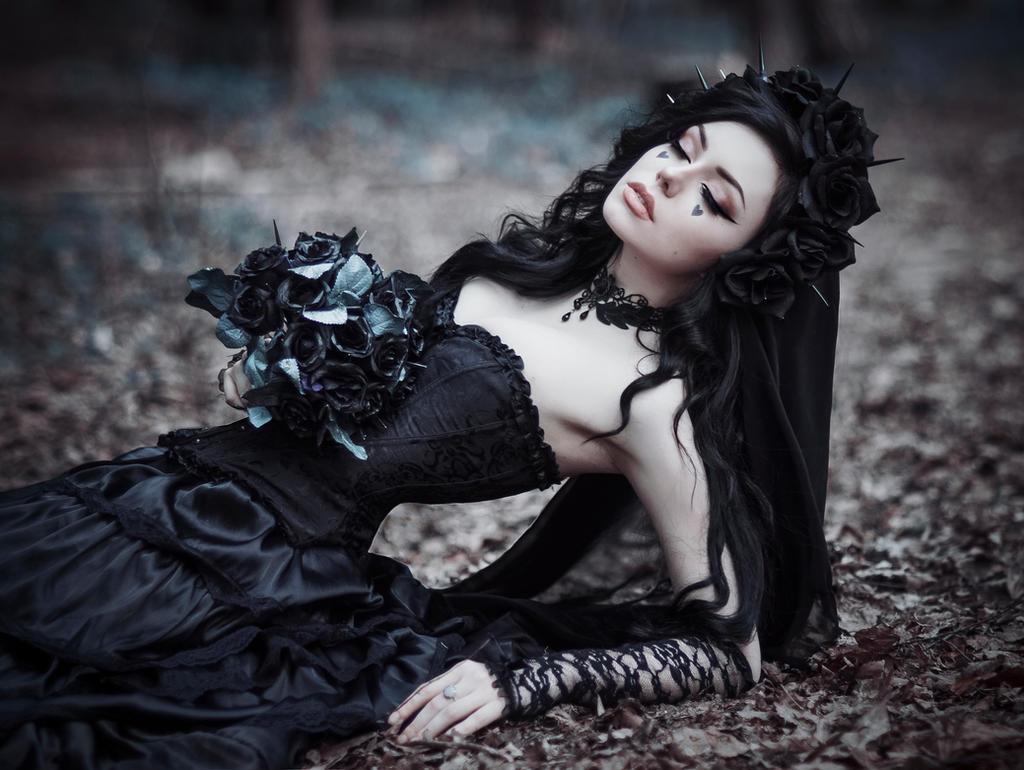 Gothic Bride by MariannaInsomnia