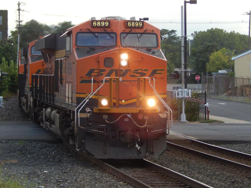 BNSF ES44AC #6899 by Tracksidegorilla1 on DeviantArt