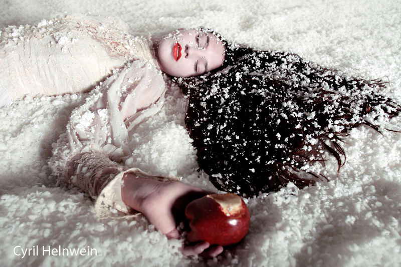 Snow White + the Poison Apple by Cyril-Helnwein