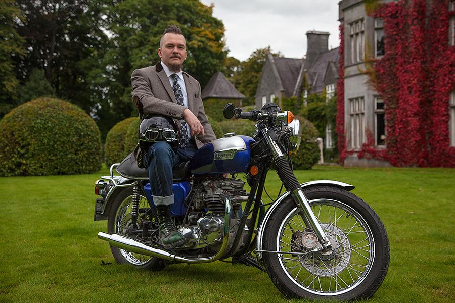 Distinguished Gentleman's Ride by Cyril-Helnwein
