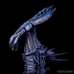 Alien-Queen-Bust-Bank-003