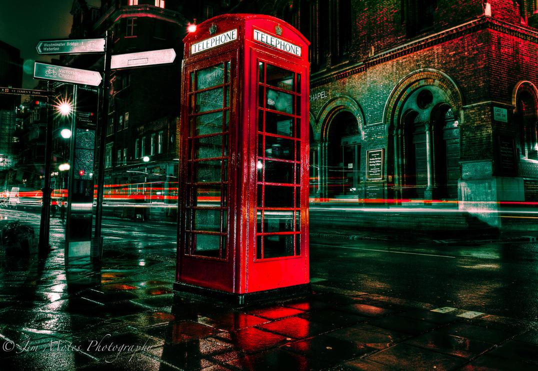 London Phone Box by jmotes
