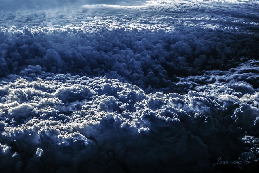 Flying Away to Neverland. by oro-elui
