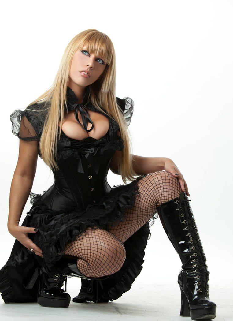 Tanit-Isis Black Outfit III