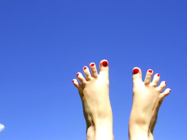 Active Feet Spreading Through The Bones Lola Rephann