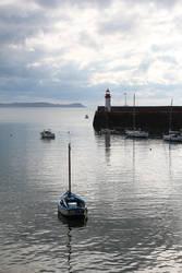 Bateau dans le port d'Erquy by Guilou