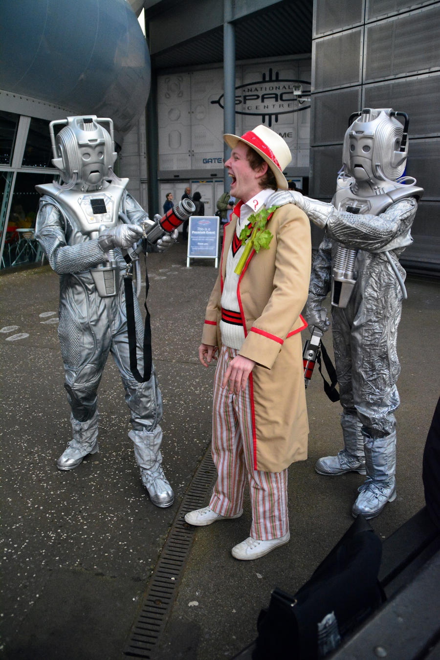 5th Doctor caught by Cybermen (1) by masimage
