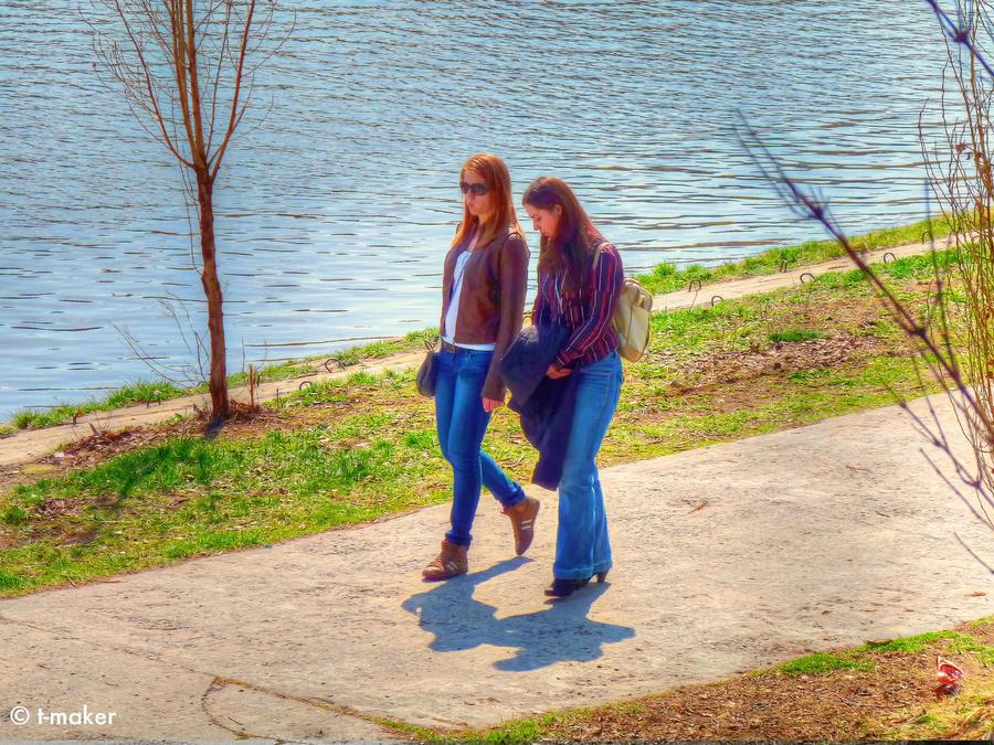 Walking Girls by t-maker