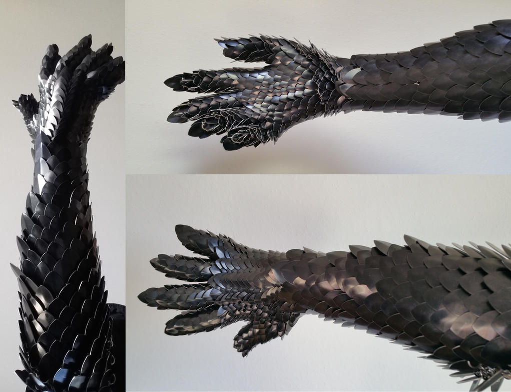 Metal dragonscale glove/gauntlet by BlackMetalDragon