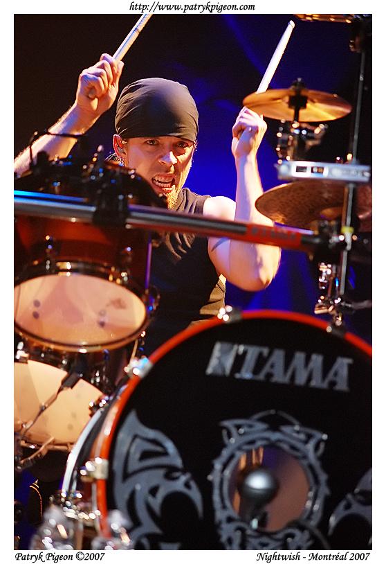 http://fc01.deviantart.com/fs20/f/2007/295/2/4/Nightwish___live_in_Montreal_2_by_MrSyn.jpg