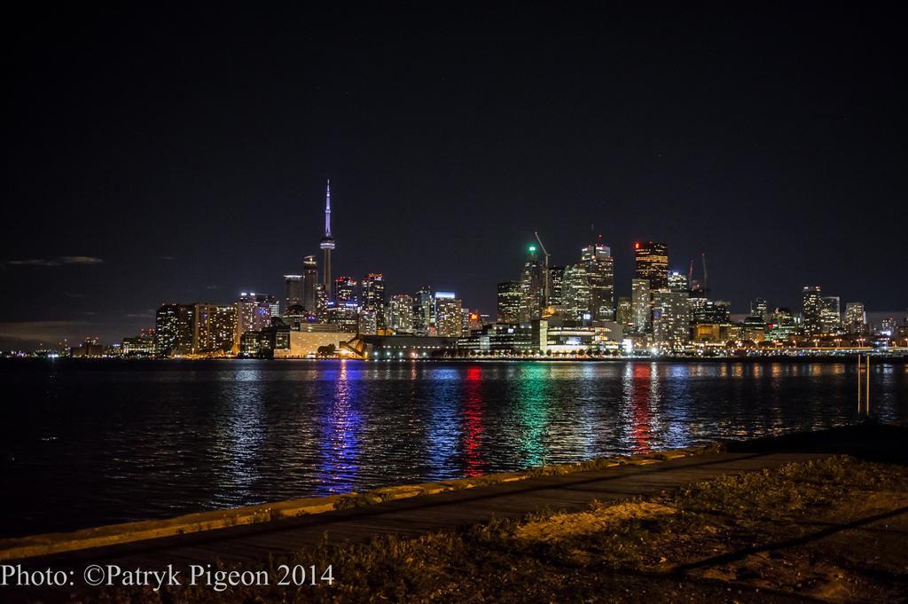 Toronto at night by MrSyn