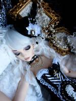 Sleeping Aristocrat by x-EGLANTINE-x