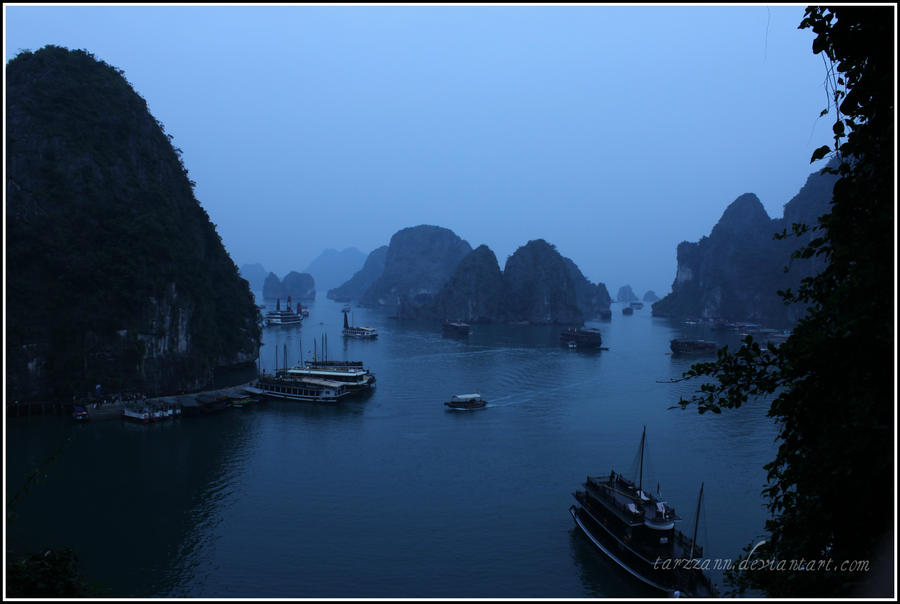 Halong Bay II by tarzzann