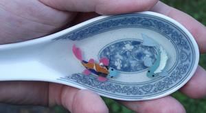 Fanart Koi : Elsa and Anna in a spoon