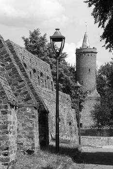 Baszta Bialoglowka and city walls