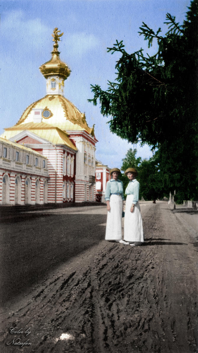 Tatiana and Olga in Peterhof ~ colored photo by natsafan