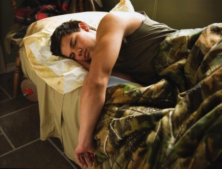 Jacob or Taylor Sleeping by SakanaxSoixMimiru