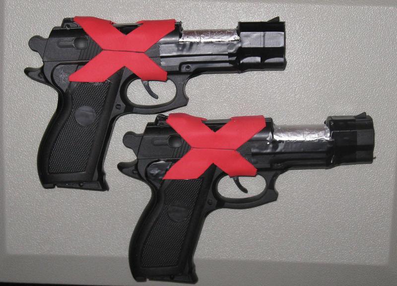 Ficha de Xanxus. Xanxus___guns_complete_by_BlackRockTaffy