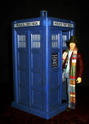 Doctor Who - 4th Doctor and TARDIS