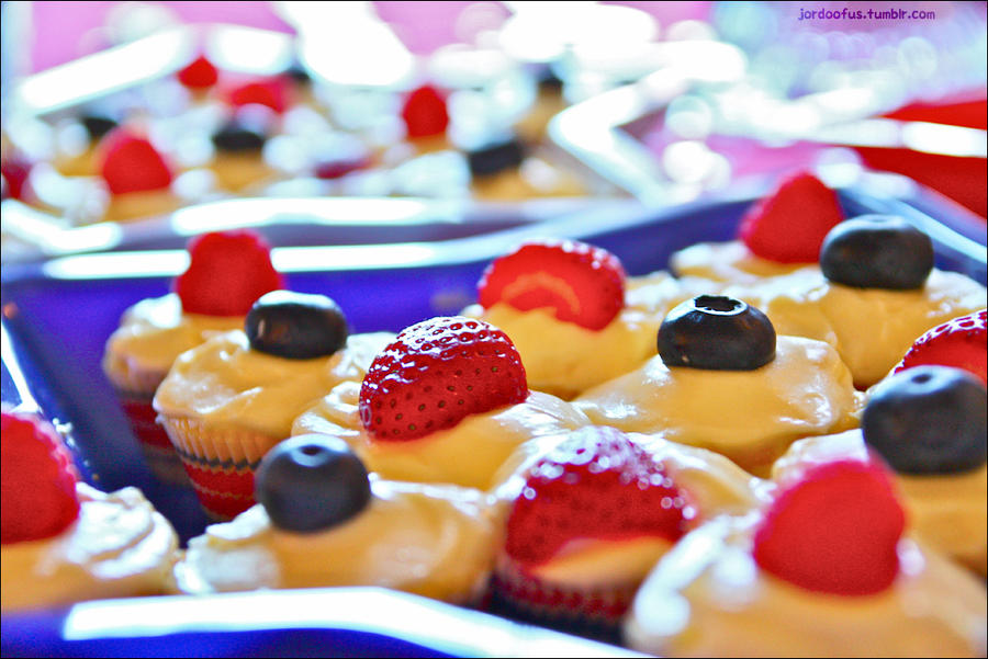 Lemon Cupcakes by JoMoSock