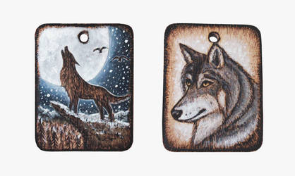 Wolf - wooden amulet by Aijoku