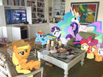 Ponies watching Star Wars in Folly Cottage (pt. 1)