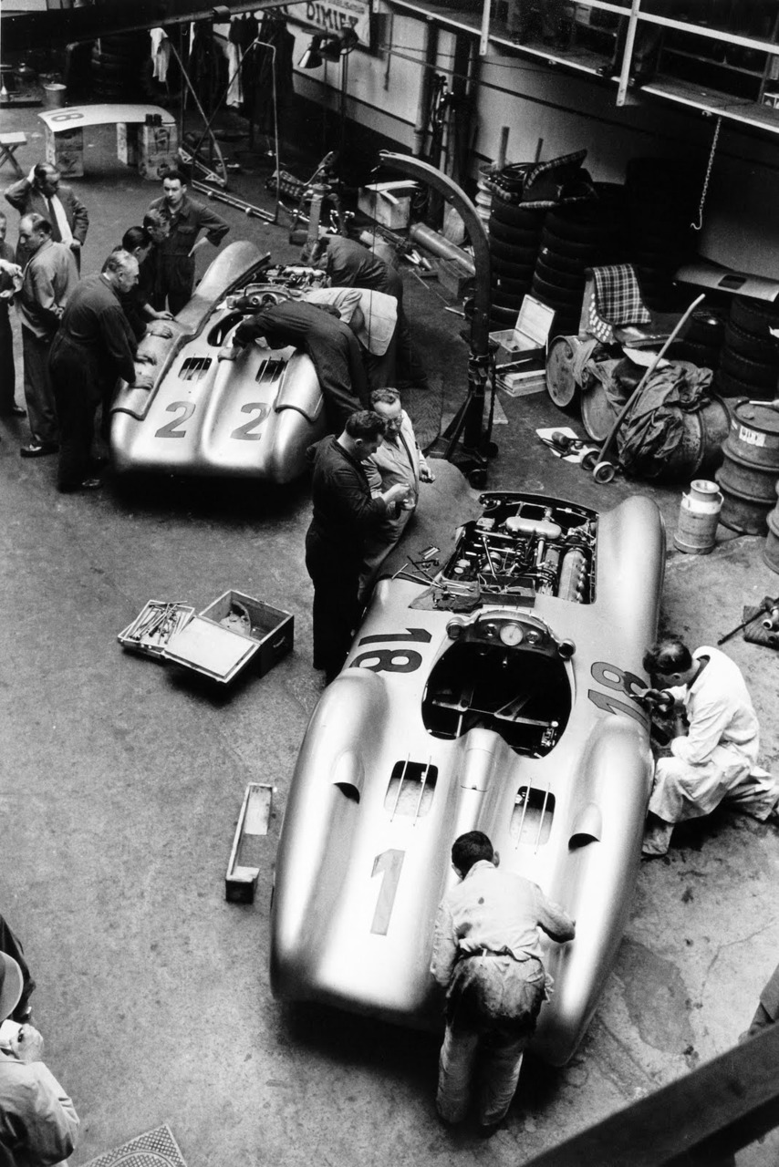 [Imagen: daimler_benz_ag_pits__france_1954__by_f1...5t5o4o.jpg]