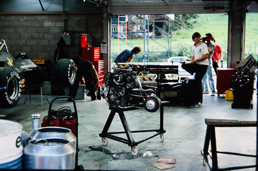 Formula 1 history in pictures 1950 1999 for Garage lotus