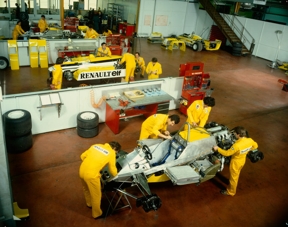 Renault rs30 assembling france 1981 by f1 history on for Garage renault viry chatillon