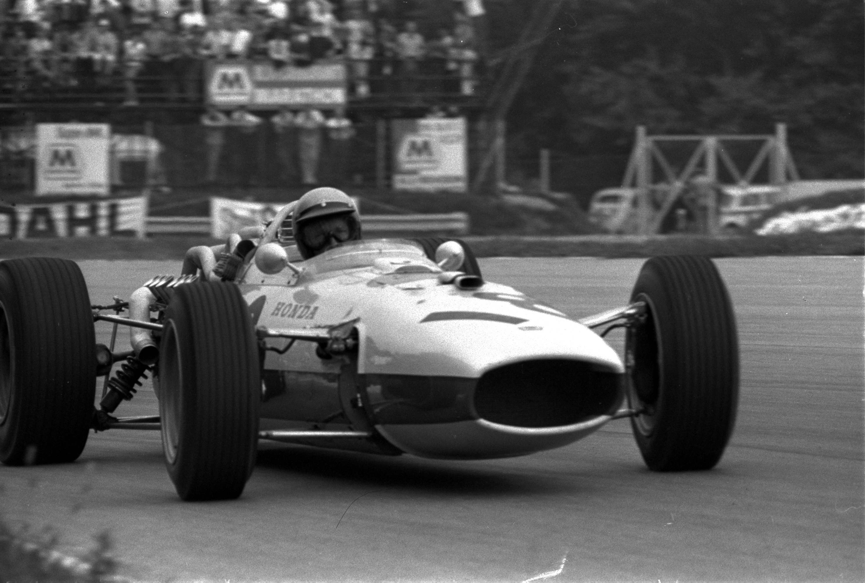 [Imagen: richie_ginther__italy_1966__by_f1_history-d6fw68r.jpg]