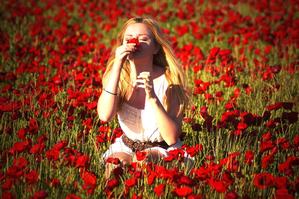 Картинки девушка нюхает цветы 1