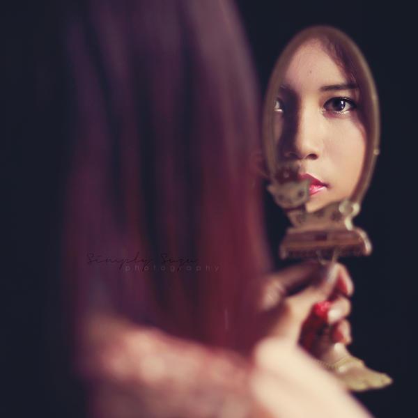 Girl in the mirror by simplysuzu