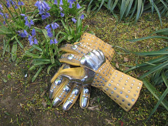 Spring steel Wisby #3 gauntlet by BrianBrownArmoury