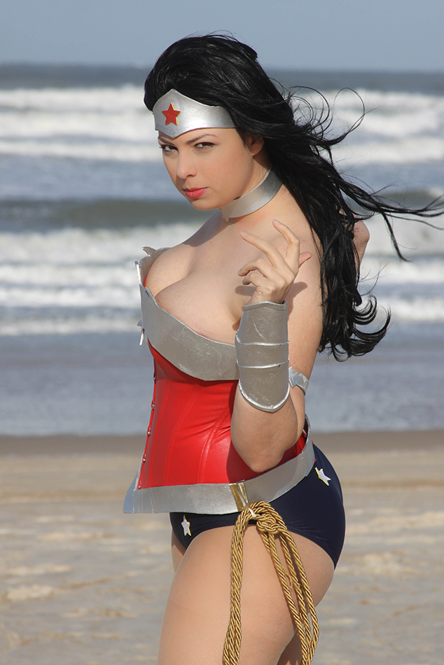 Wonder woman - Beaches of Themyscira  (New 52) by HoodedWoman