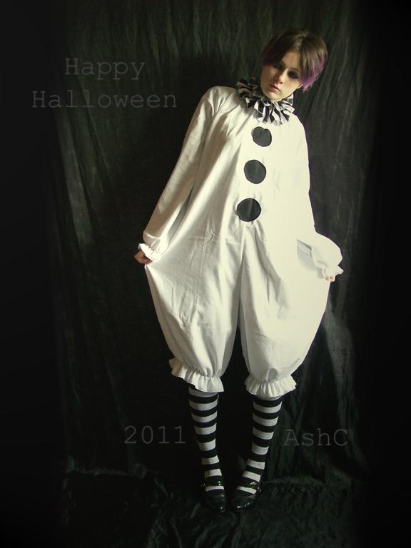 http://ash-bunny.deviantart.com/art/Happy-Halloween-2011-266411128