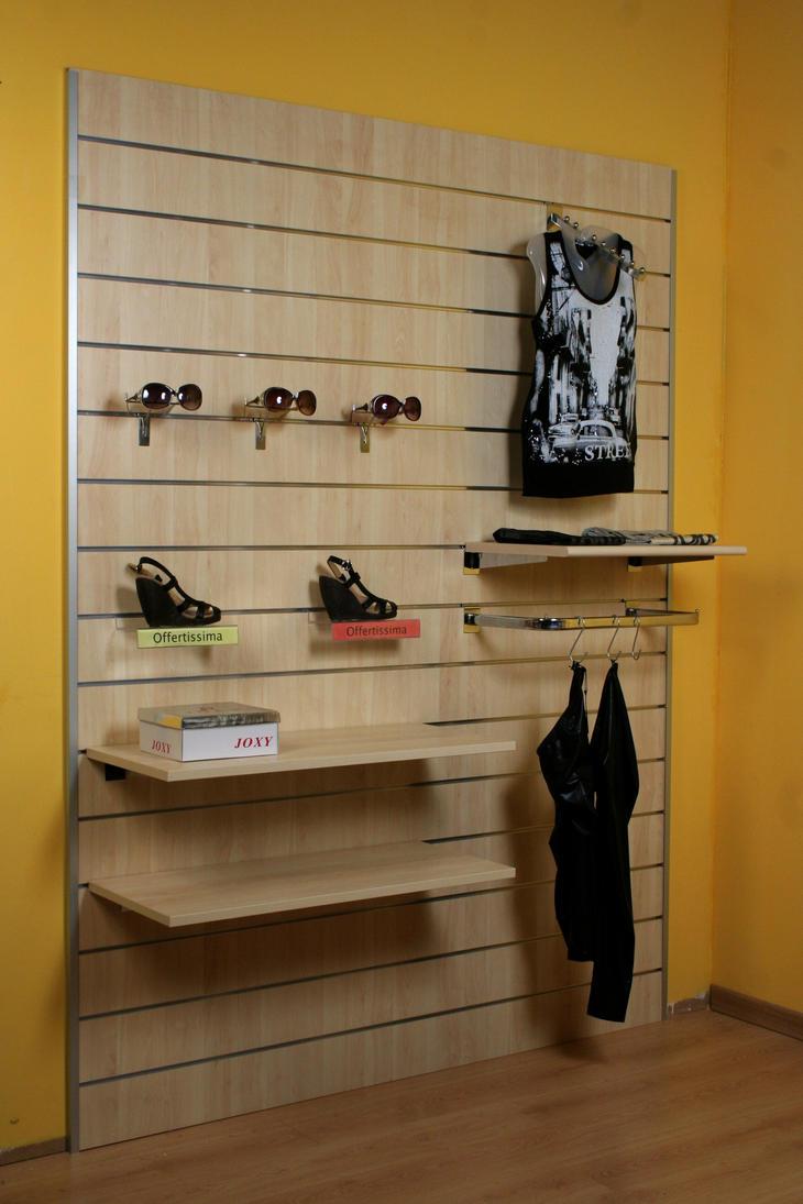 Kit pannello dogato con accessori come foto arredamento for Pannelli arredo negozi
