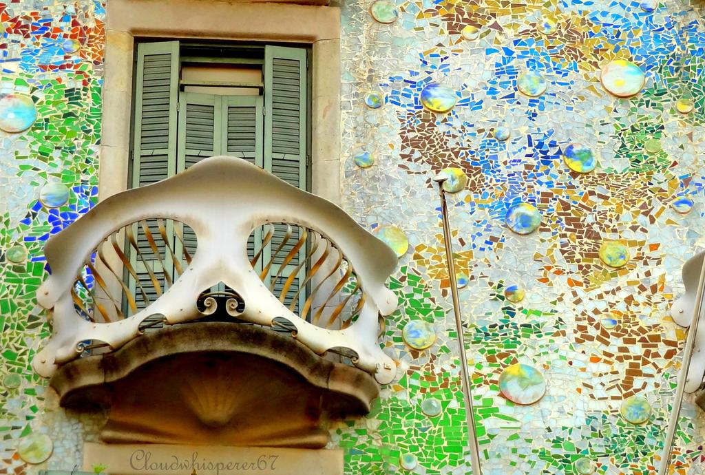 Casa Batllo dragon skin balcony (Barcelona) by ...