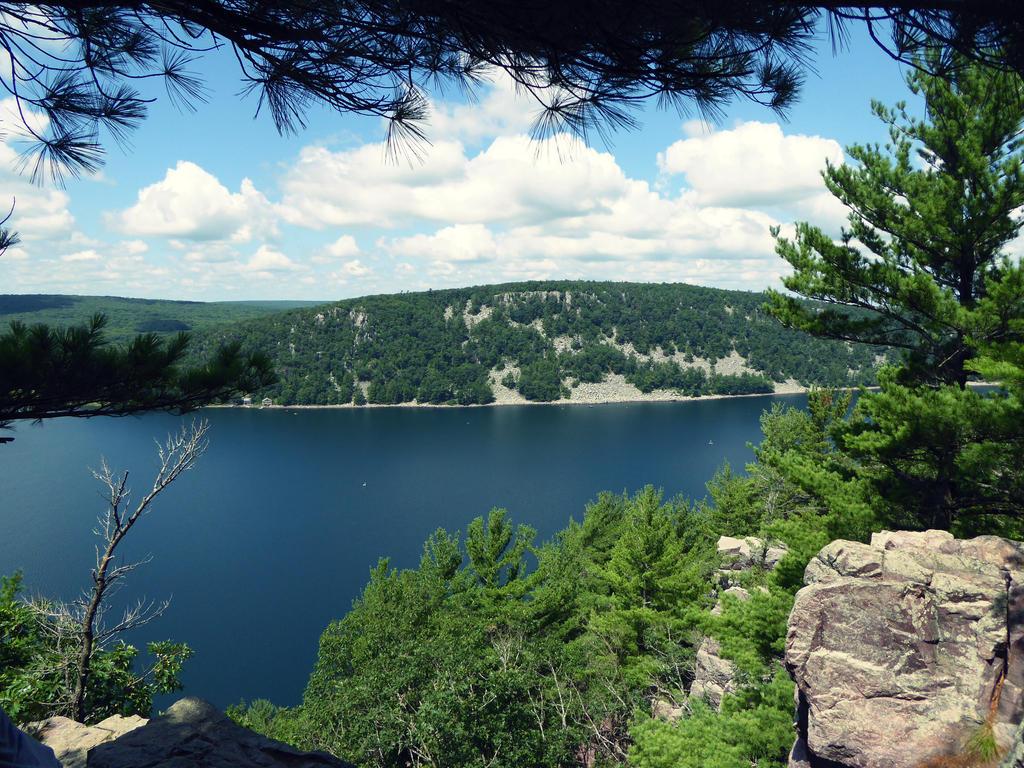 Devil's Lake by NeverEndingAdventres
