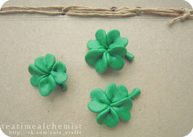 Clover (brooches), glow in the dark :)