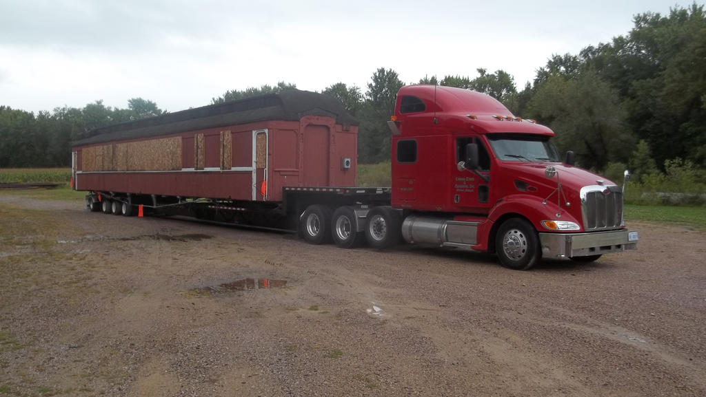 1045 Duluth on highway transport rig by PRR8157